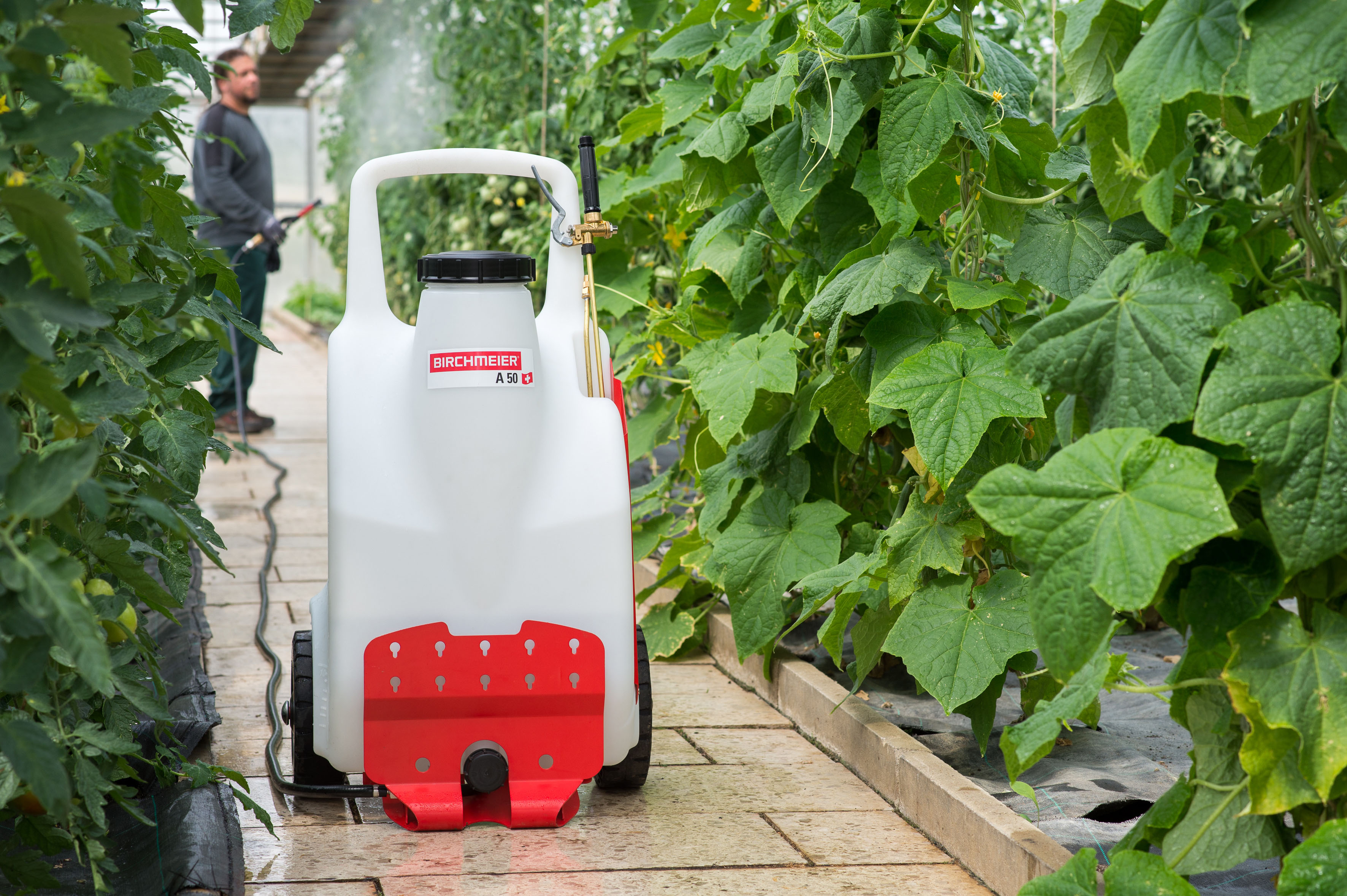 The New Two Wheel Battery Operated Sprayer Electronic Pressure Control Ful Quiet And Environmentally Friendly